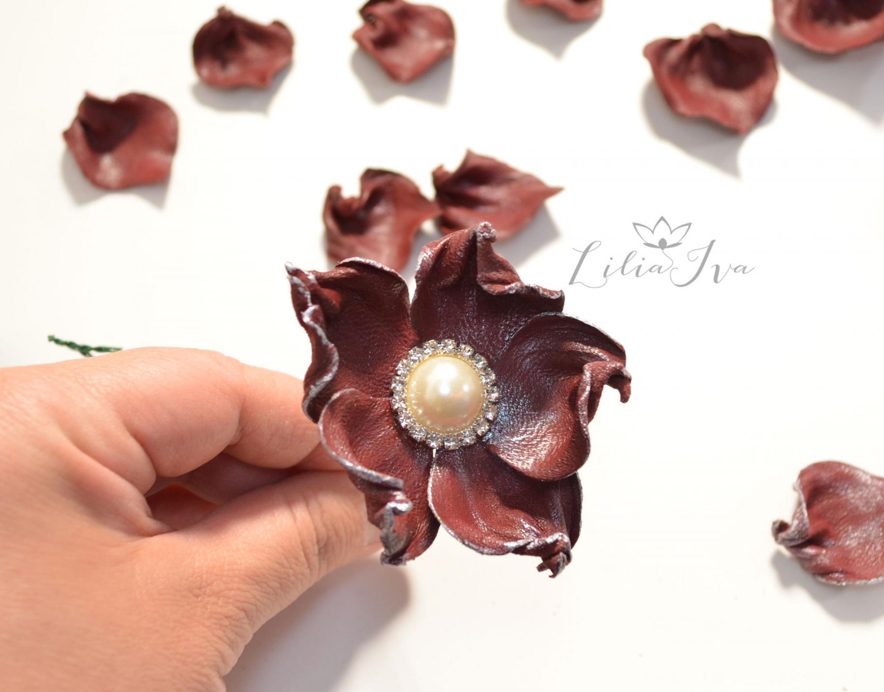 Из кожи своими руками цветы для броши